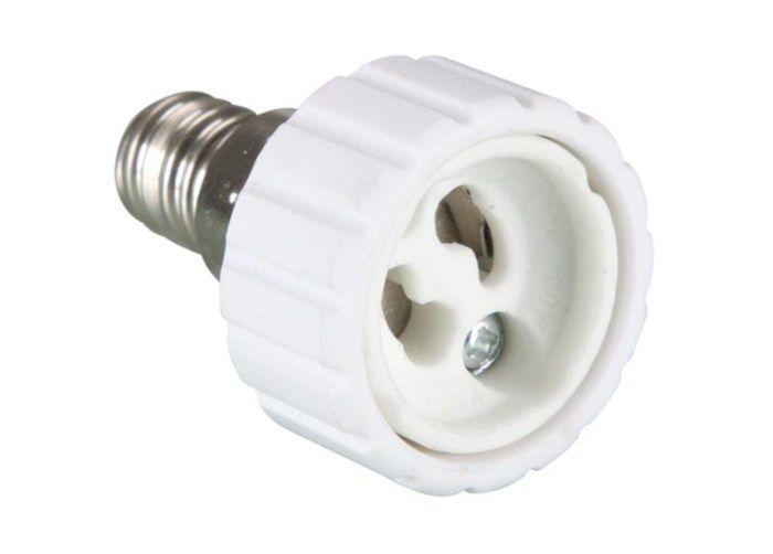 Sockeladapter från E14 till GU10. Använd GU10-lampa i E14-sockel