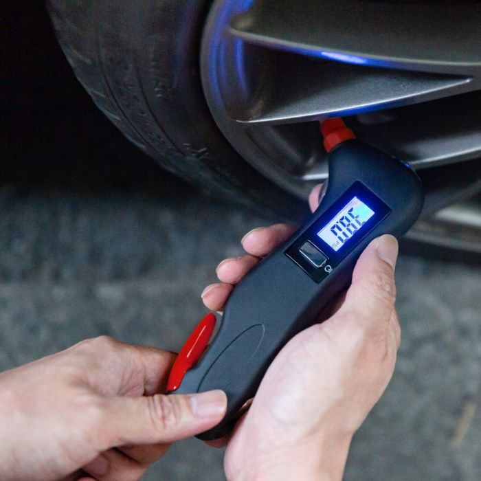 Luxorparts 4-i-1 Säkerhetsverktyg med däcktrycksmätare